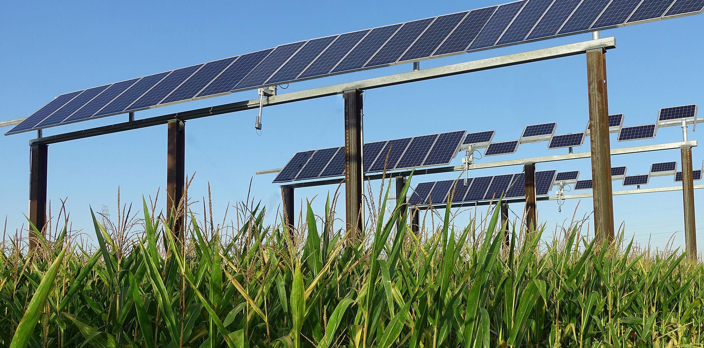 Instalador en Segovia y Valladolid de bomba de riego con placas solares fotovoltaicas agricultura pivot maíz Castilla y León